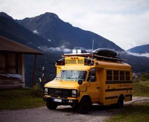 schulbus-us-wohnmobil-amerikanischer-bus-expedition-happiness-selbstausbau-camper-skoolies-travelbybus-23-1030x845
