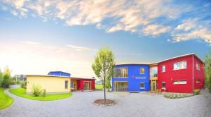 Montessori-Schulhaus_von_vorne